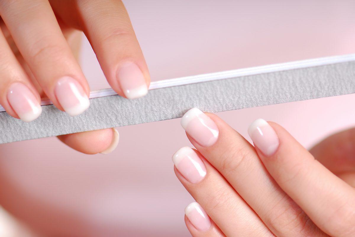 jak dbać o kruche paznokcie